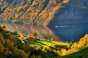 Sognefjord-in-autumn-colors-by-M.-Dickson-Foap-Visit-Norway